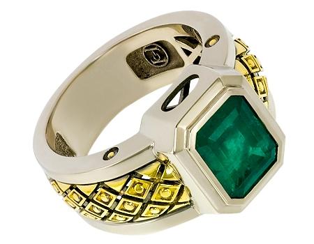 Лот - мужской перстень с изумрудом
